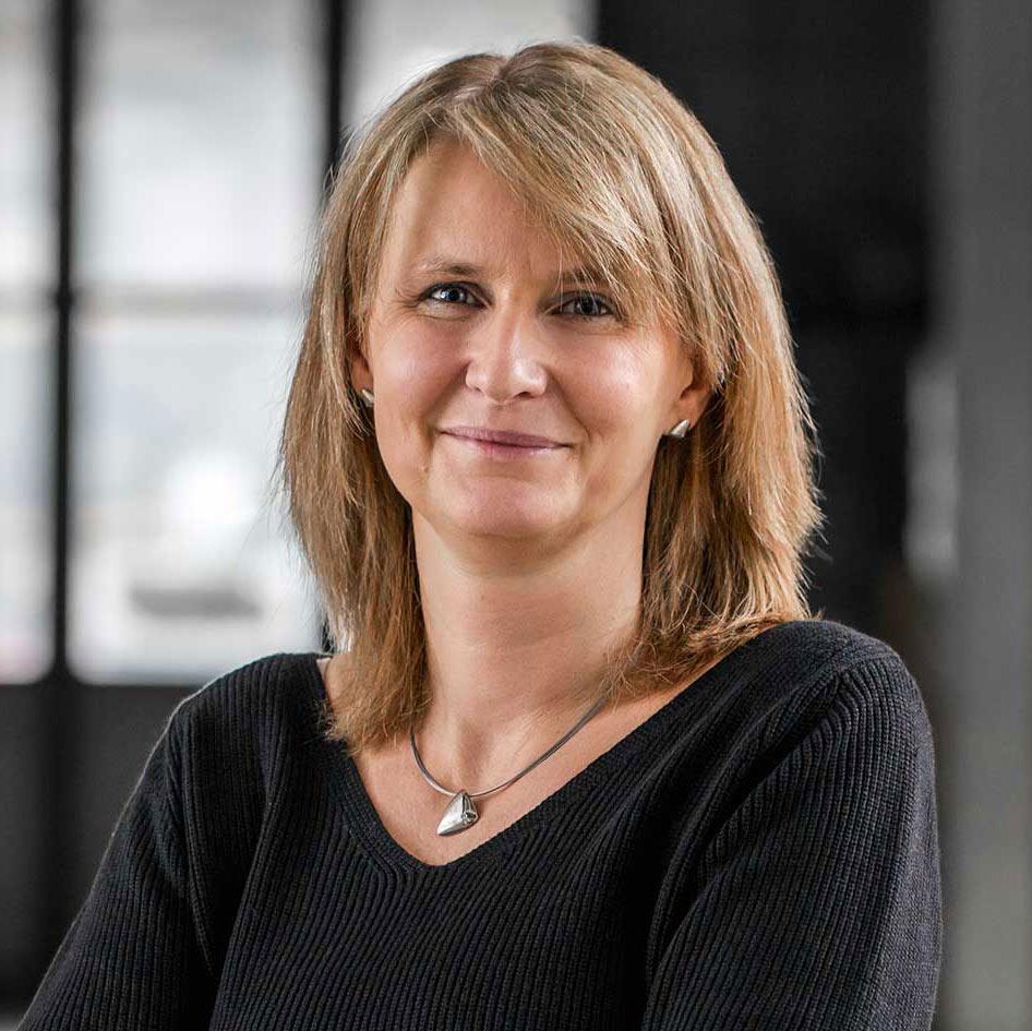 Jeannine Burri von KMK Gebr. Maeder AG - Türen, Innentüren, Zargen, Brandschutzüren, Glastüren